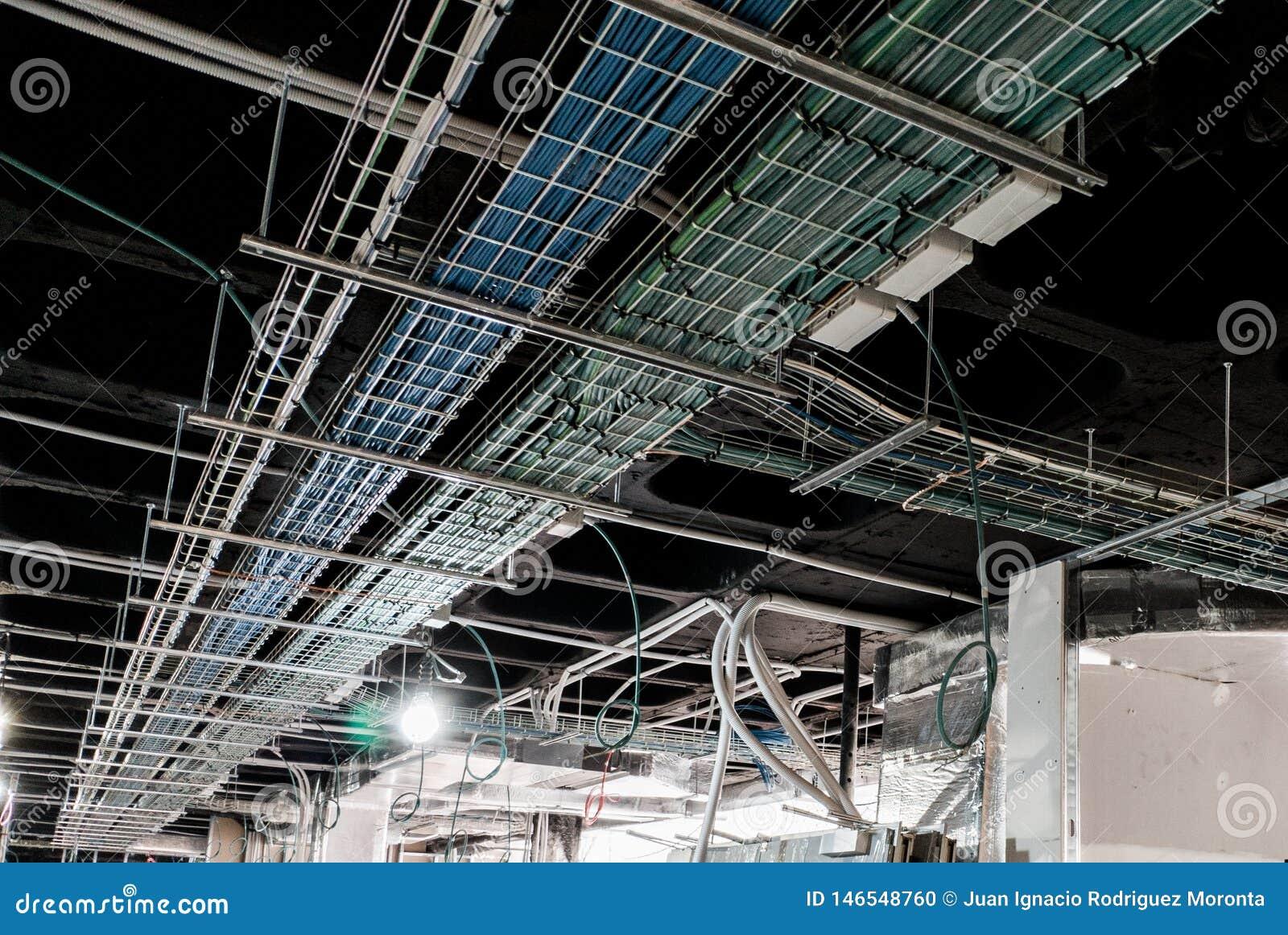 Plateaux électriques pour le câblage électrique et de données