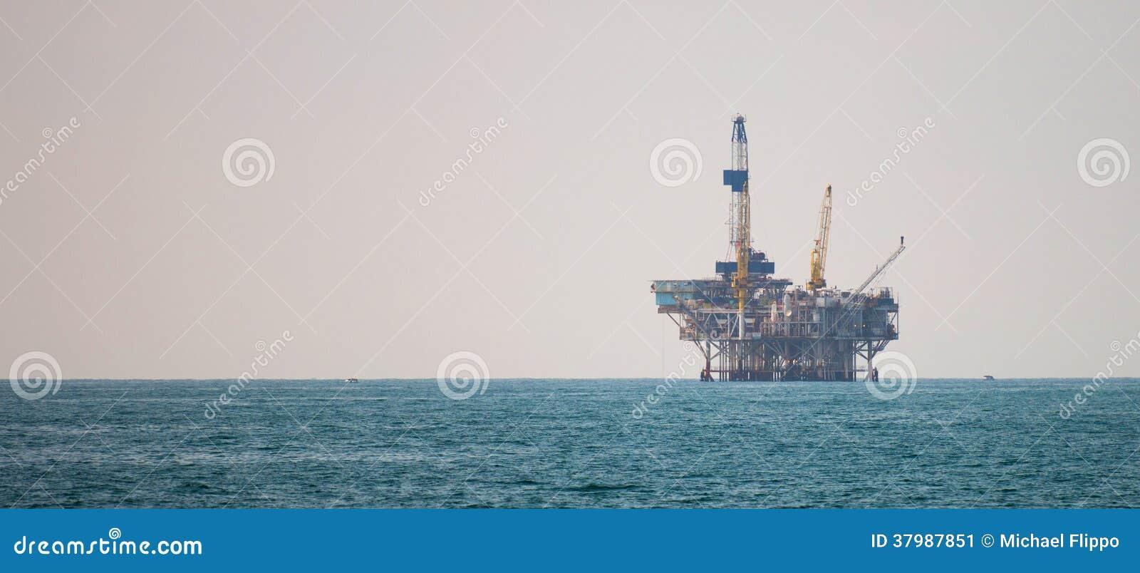 Plateforme pétrolière dans l océan pacifique