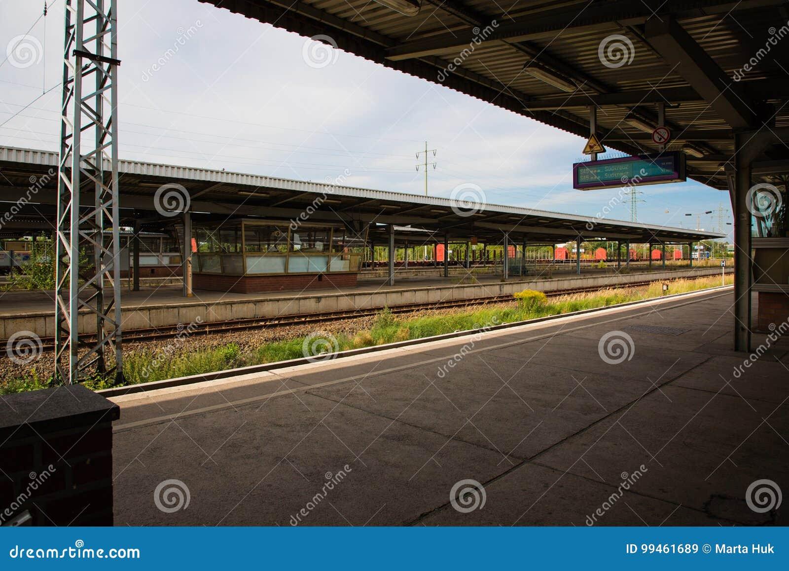 Platform van station in Berlijn, Duitsland