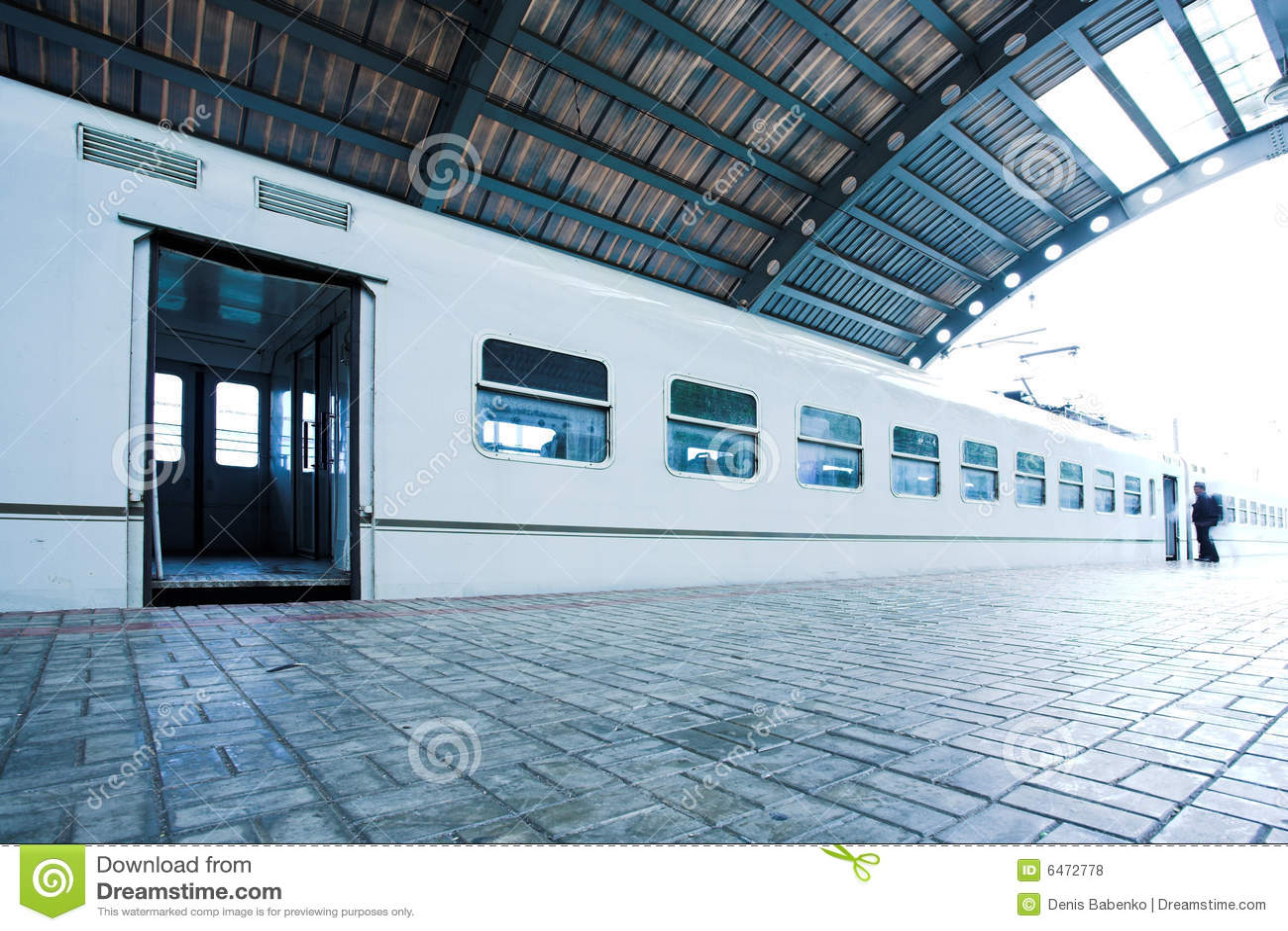 Platforma się mokry pociąg