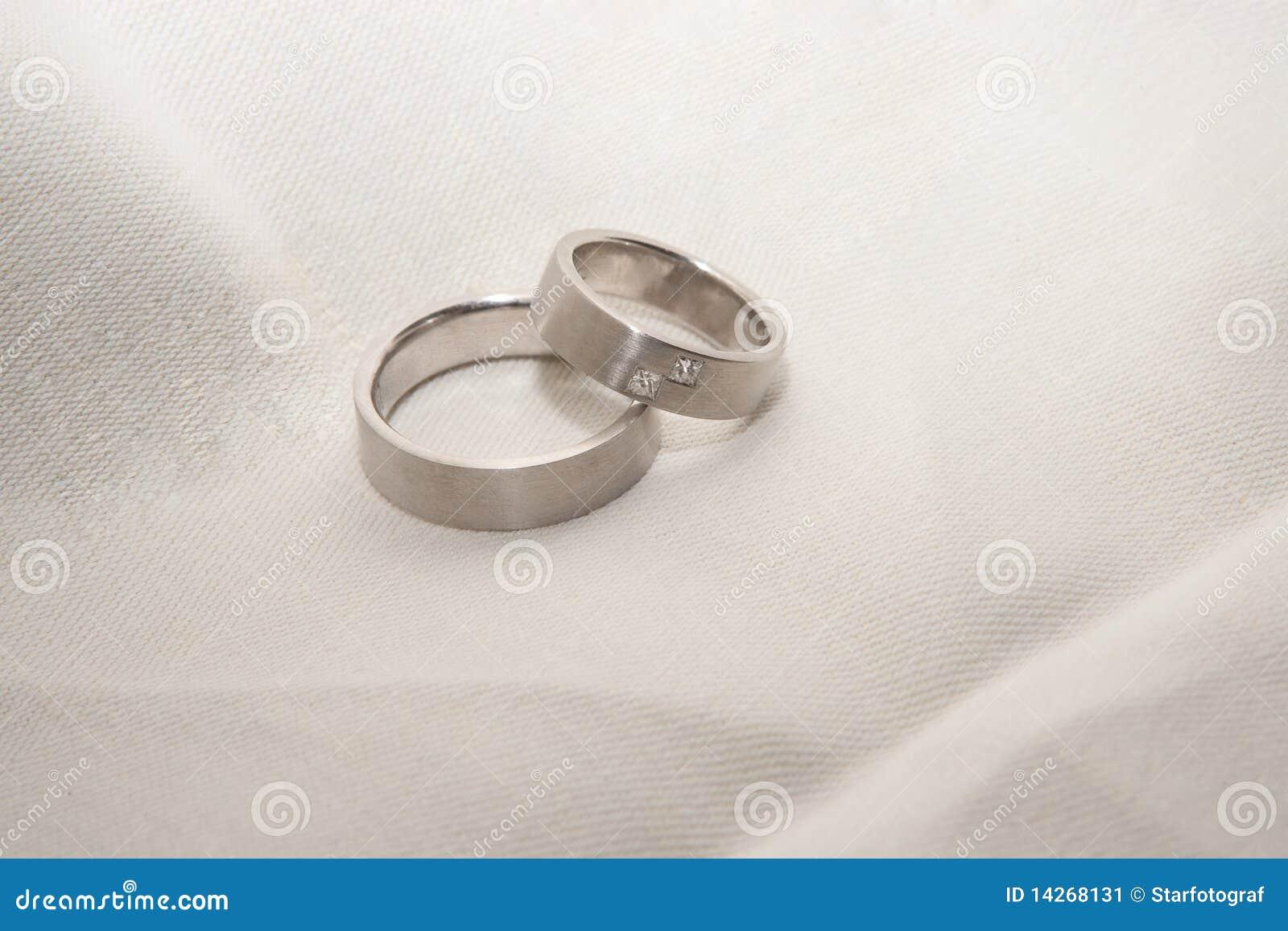 Platina ringer bröllop