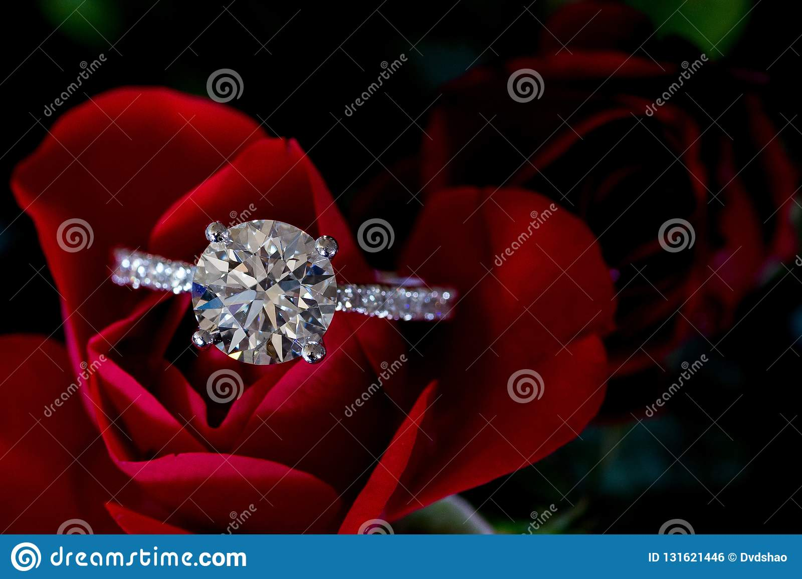 Platino Diamond Ring On Red Rose Hearts & frecce