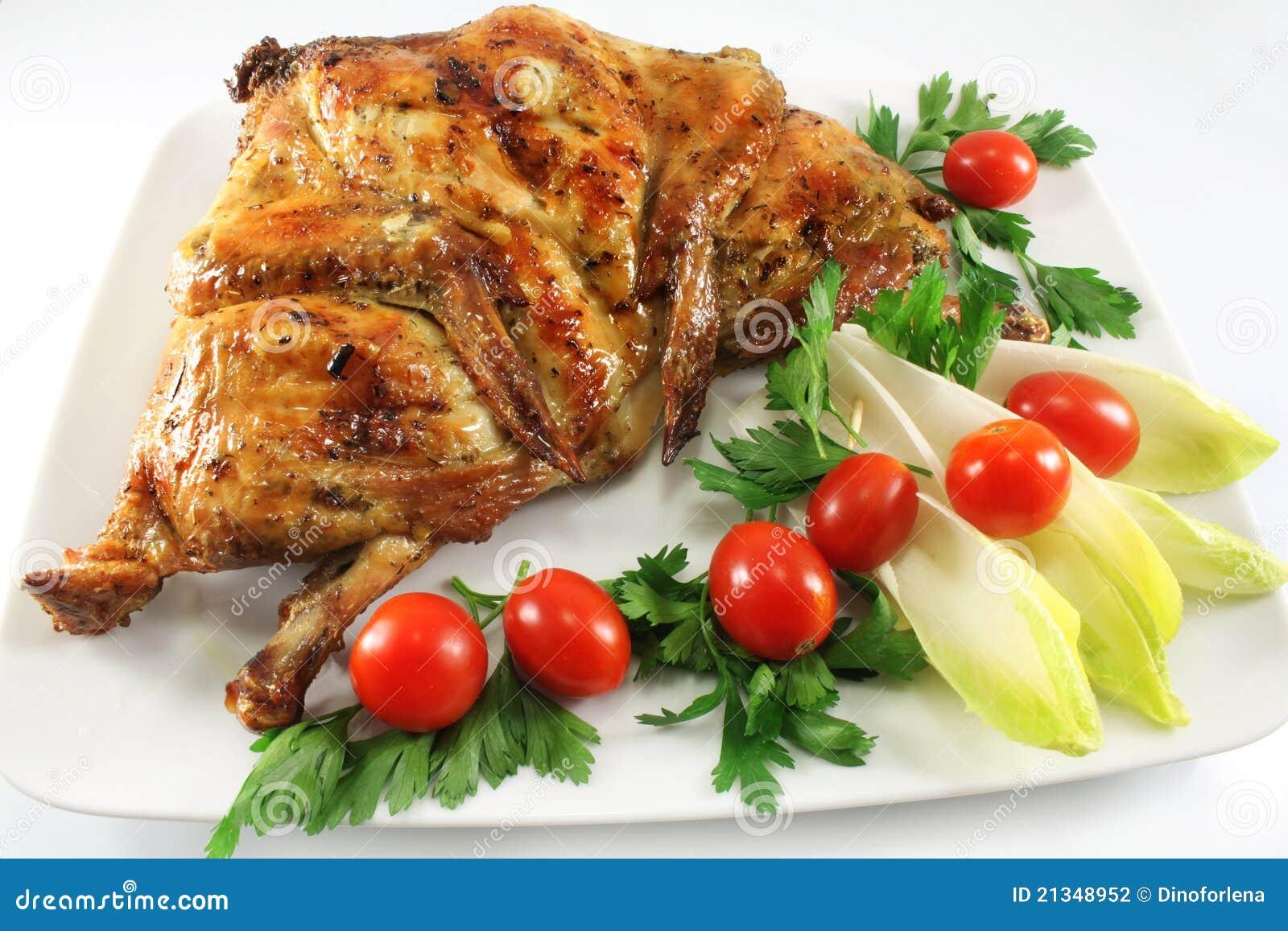 Plato con el pollo asado a la parilla foto de archivo - Platos con pechuga de pollo ...