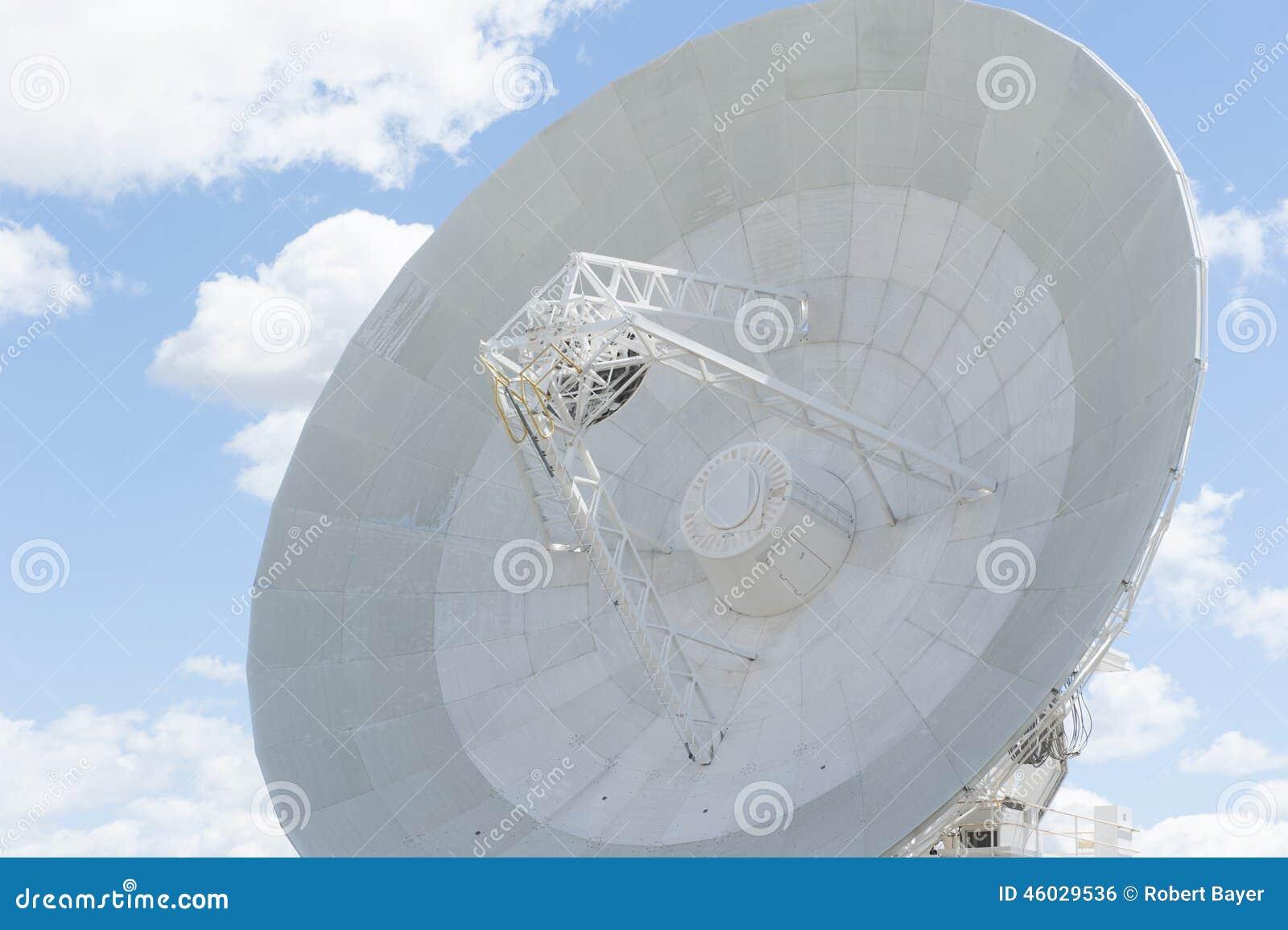 Plato moderno del telescopio para la ciencia astronómica