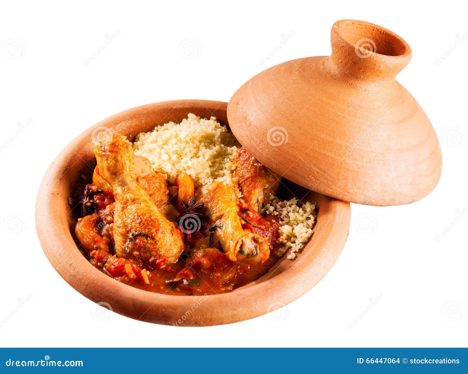 Plato tradicional de Tajine con el pollo y el cuscús