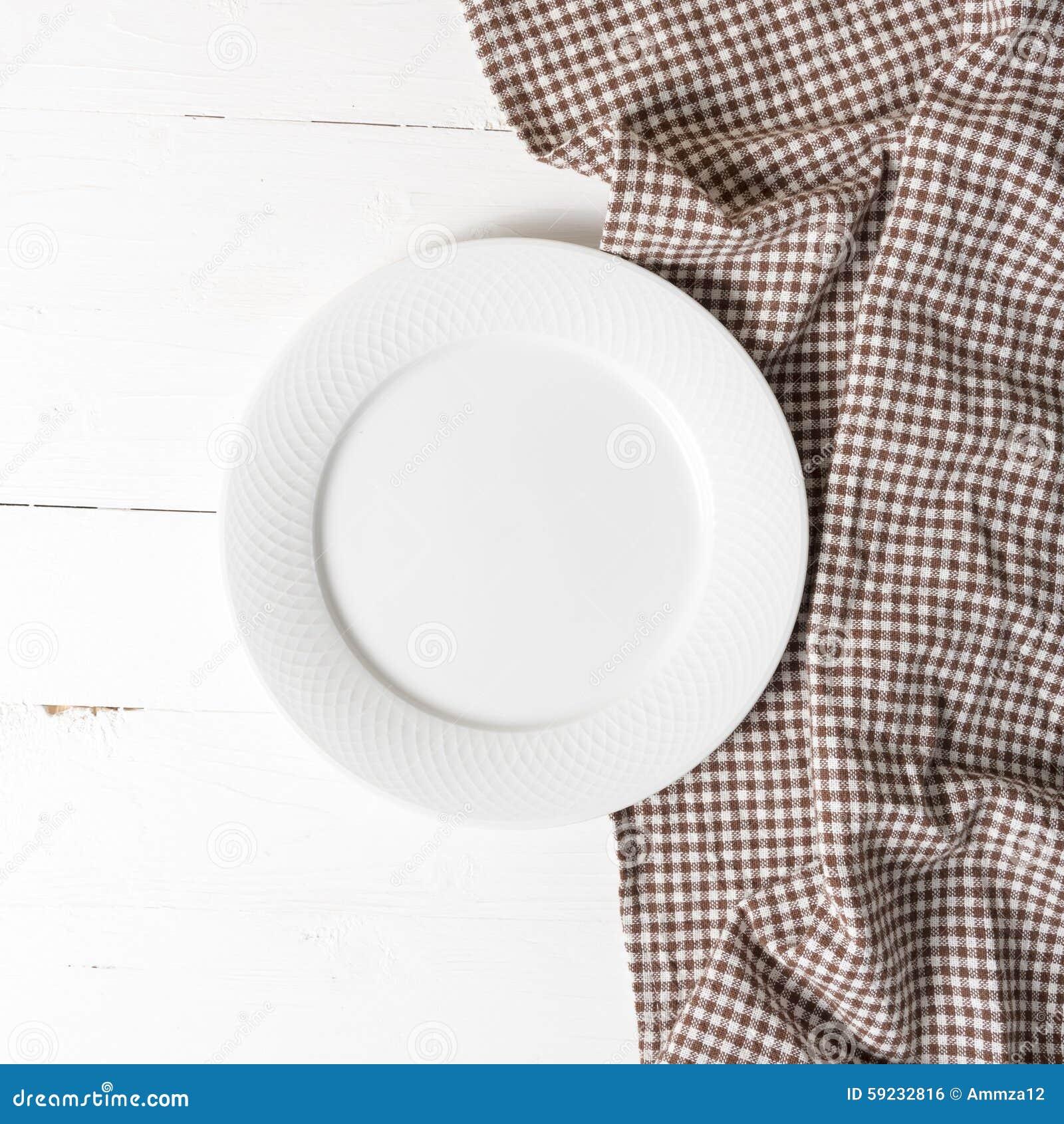 Download Plato Vacío Con La Toalla De Cocina Foto de archivo - Imagen de equipo, doméstico: 59232816