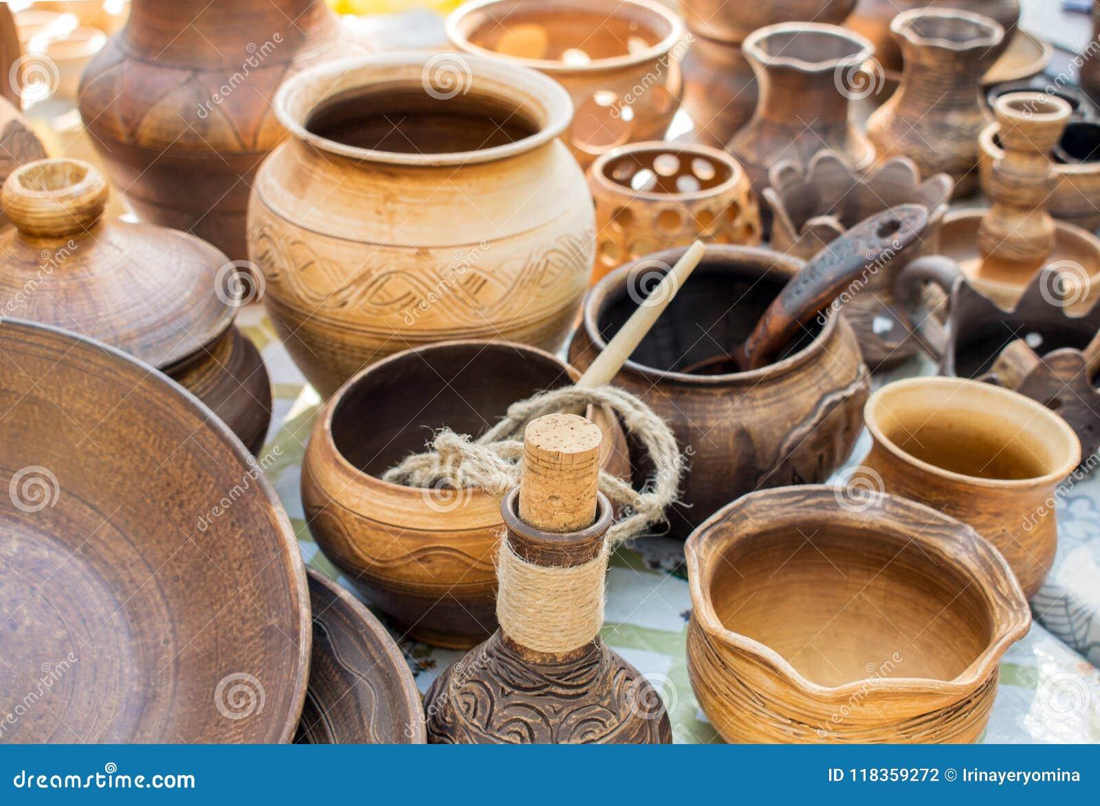 Plats d argile Vaisselle rustique traditionnelle Brown et potier beige