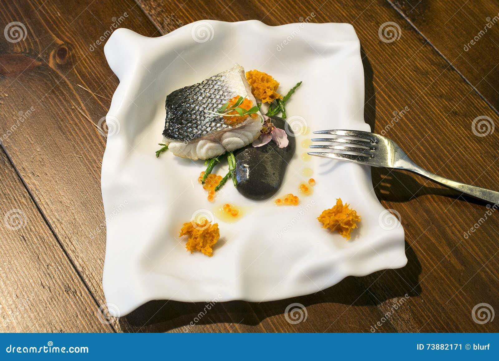 Platta för fiskplatta