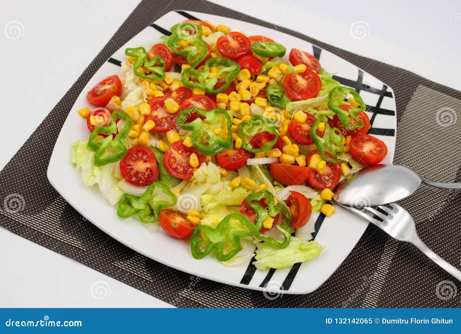 Platta med blandad sallad