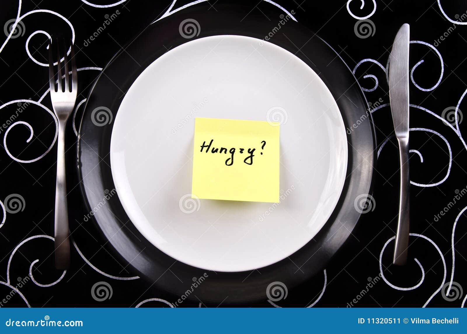 Platte mit der Anmerkung hungrig