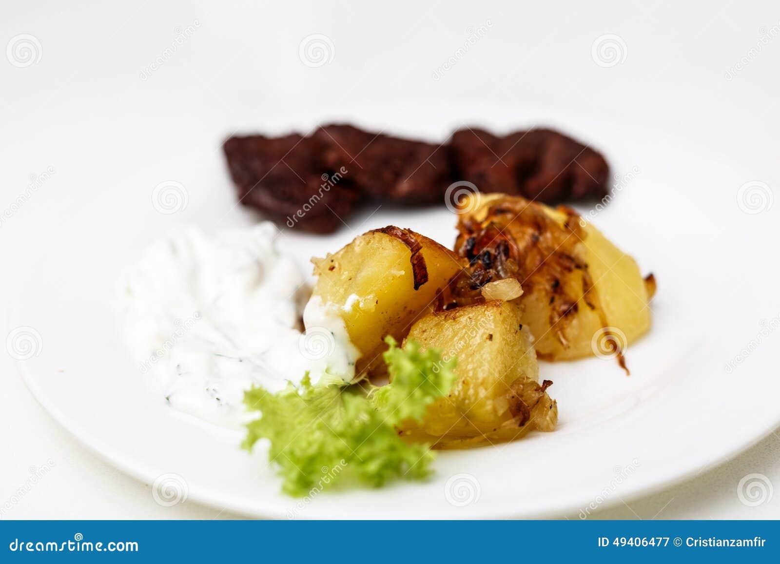 Download Platte Mit Rindfleisch Und Kartoffeln Und Soße Stockbild - Bild von appetitanregend, fleisch: 49406477