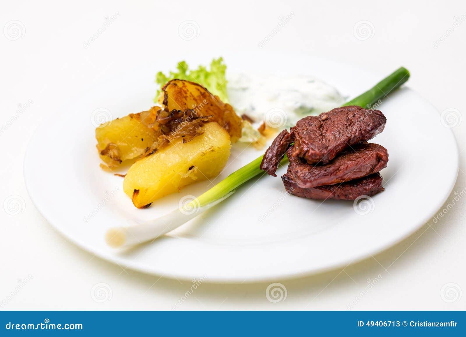 Download Platte Mit Rindfleisch Und Kartoffeln Und Soße Stockbild - Bild von braun, mahlzeit: 49406713