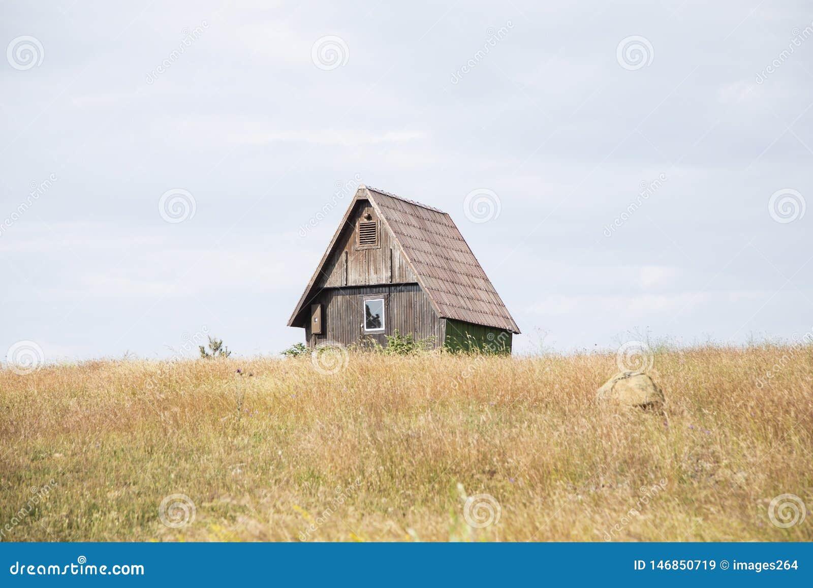 Plattelandshuisje op de heuvel