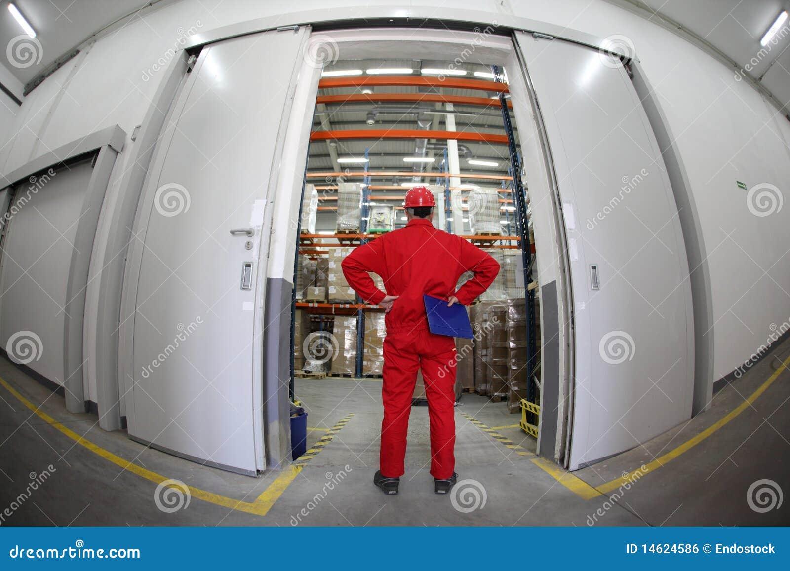 Plattform arbetare för dörröppning