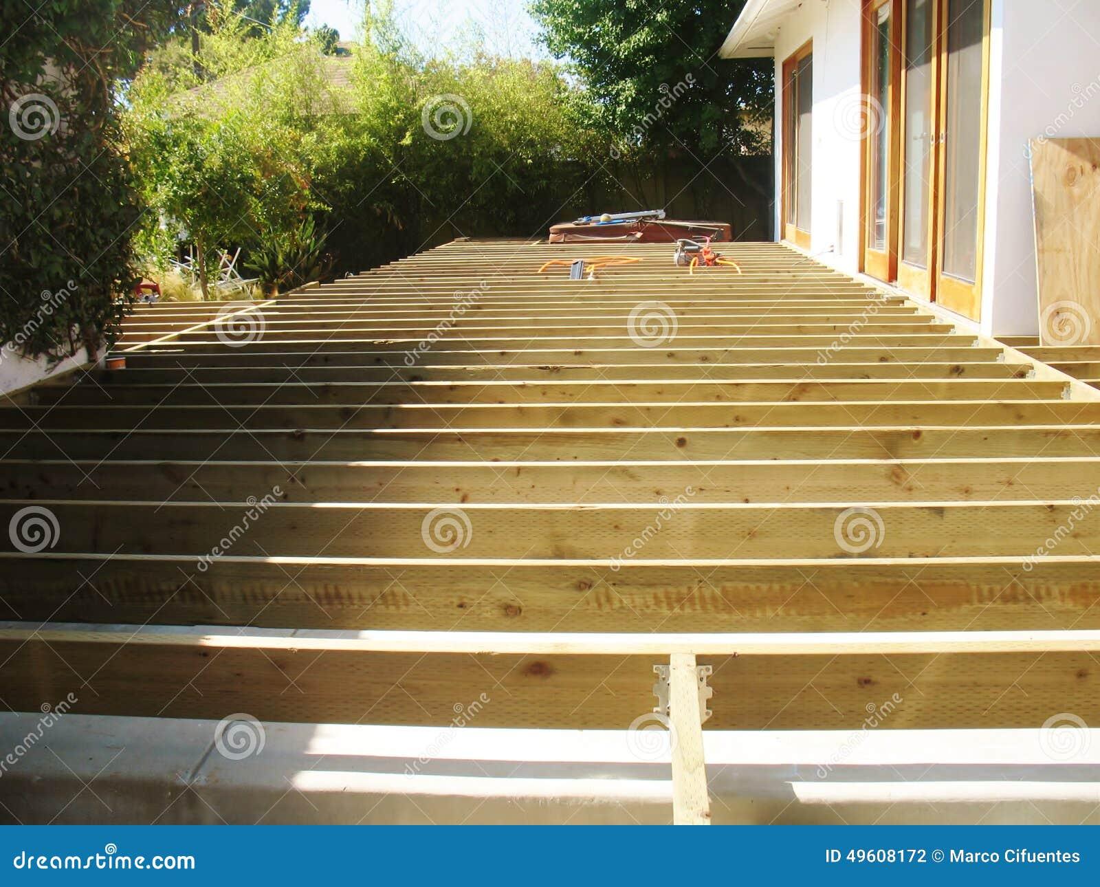 Plattform-Holz-Rahmen stockfoto. Bild von dauern, blocken - 49608172