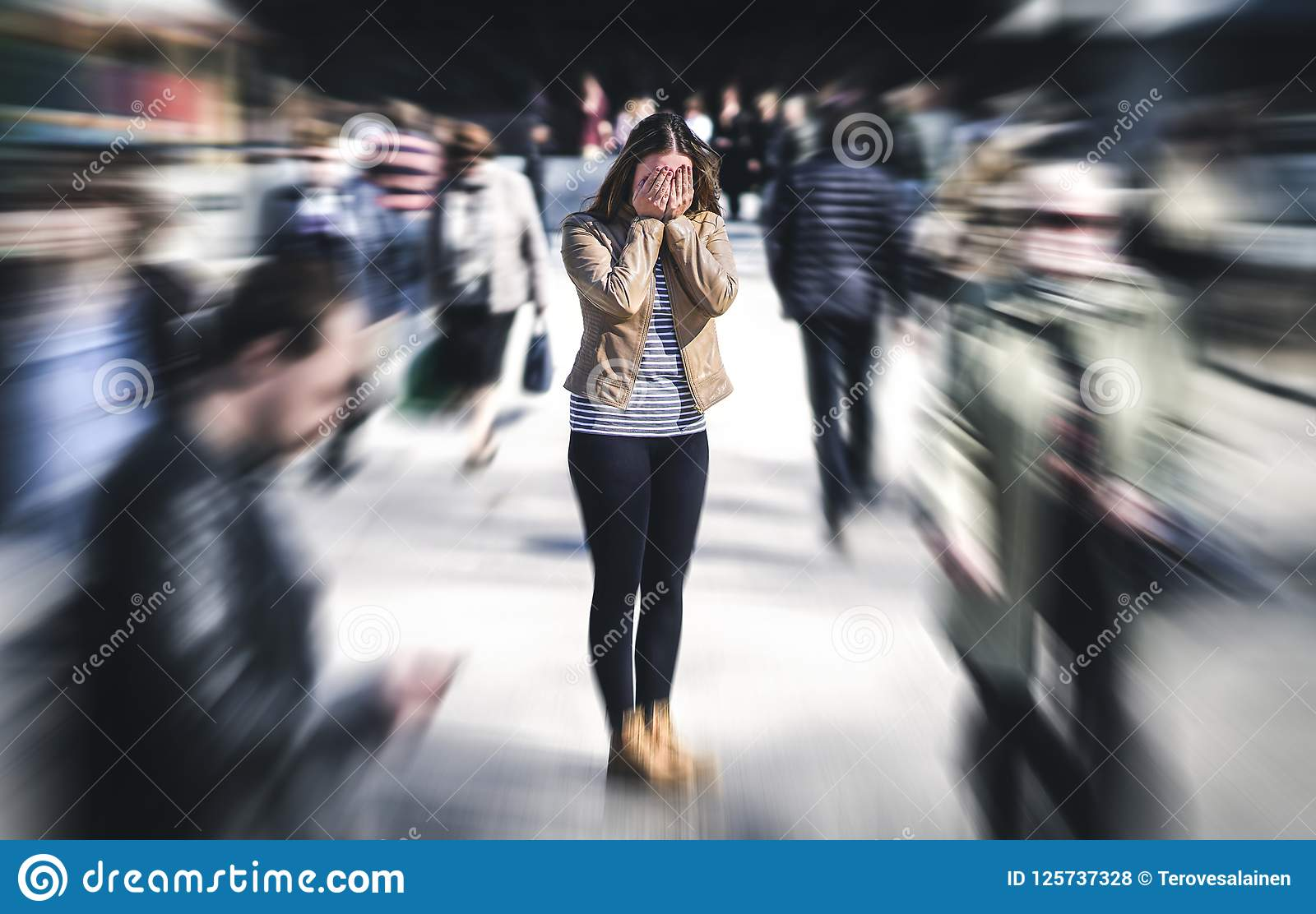 Platz der Panikattacke öffentlich Frau, die Panikstörung hat