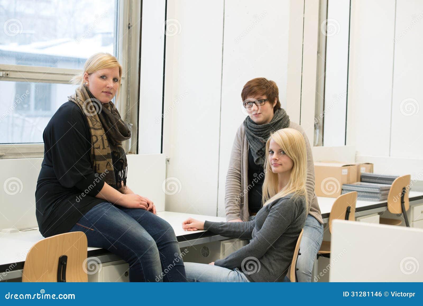 Plaudernde Studenten
