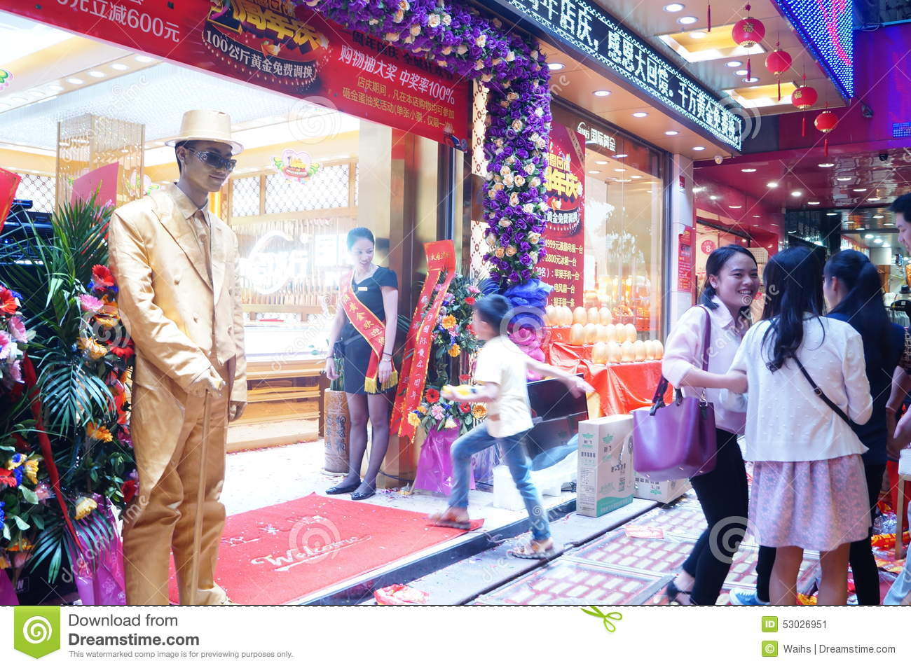 Play The Statue, To Attract Customers, Shenzhen Jewelry