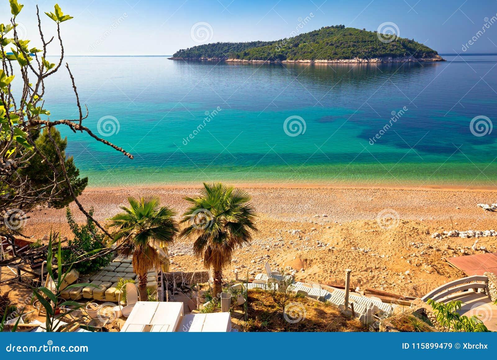 Playa de Banje e isla de Lokrum en Dubrovnik