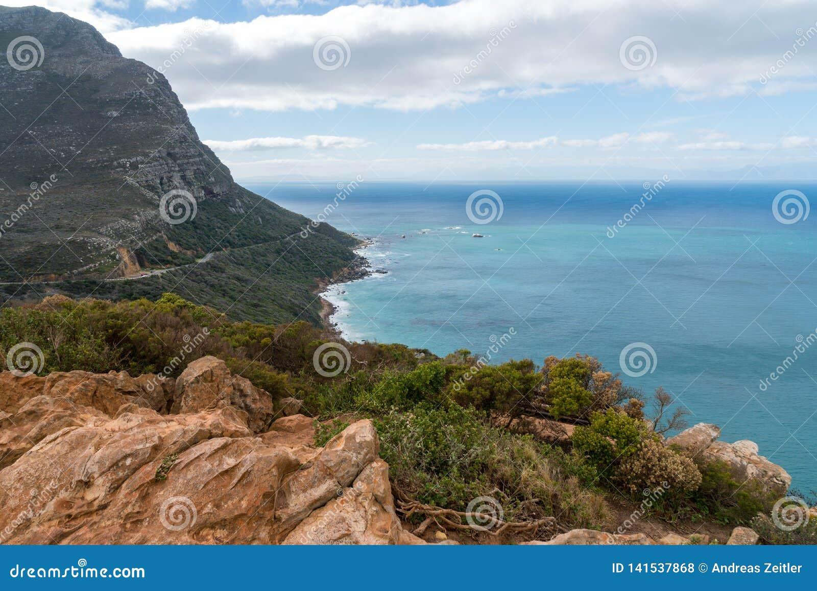 Playa de la bahía de Kogel, situada a lo largo de la ruta 44 en la zona oriental de la bahía falsa cerca de Cape Town, Suráfrica