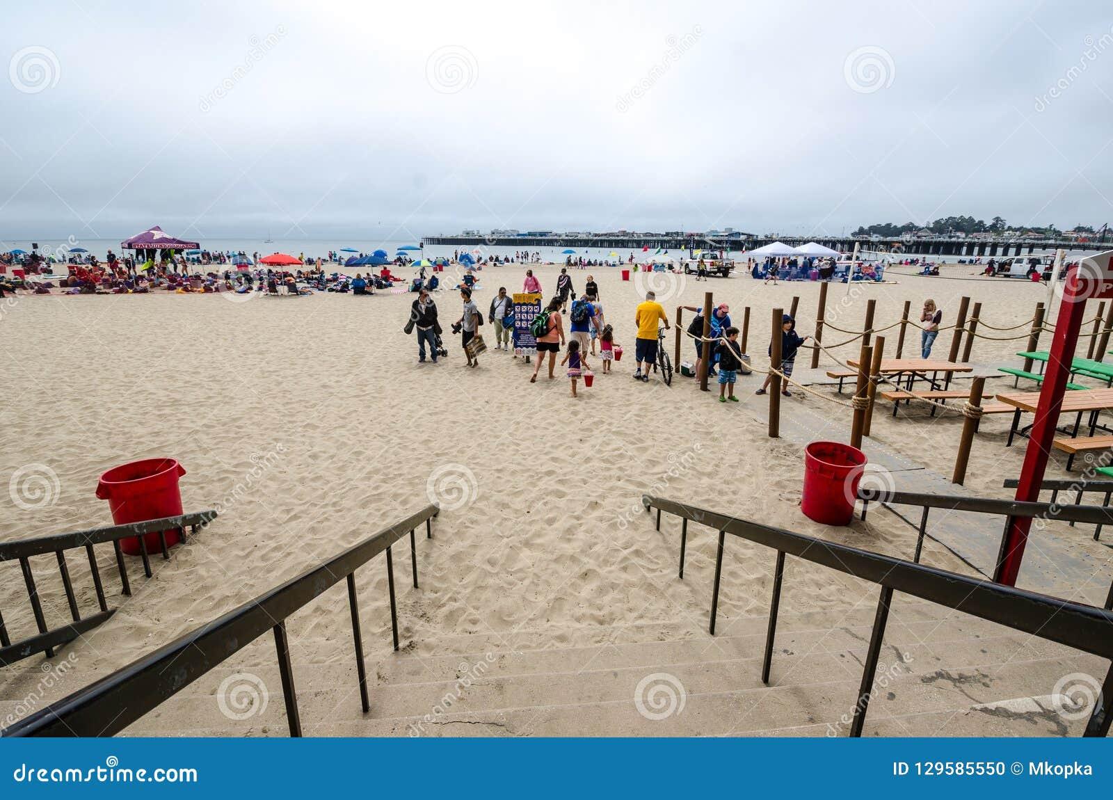 Playa de Sandy en Santa Cruz California en un día de verano