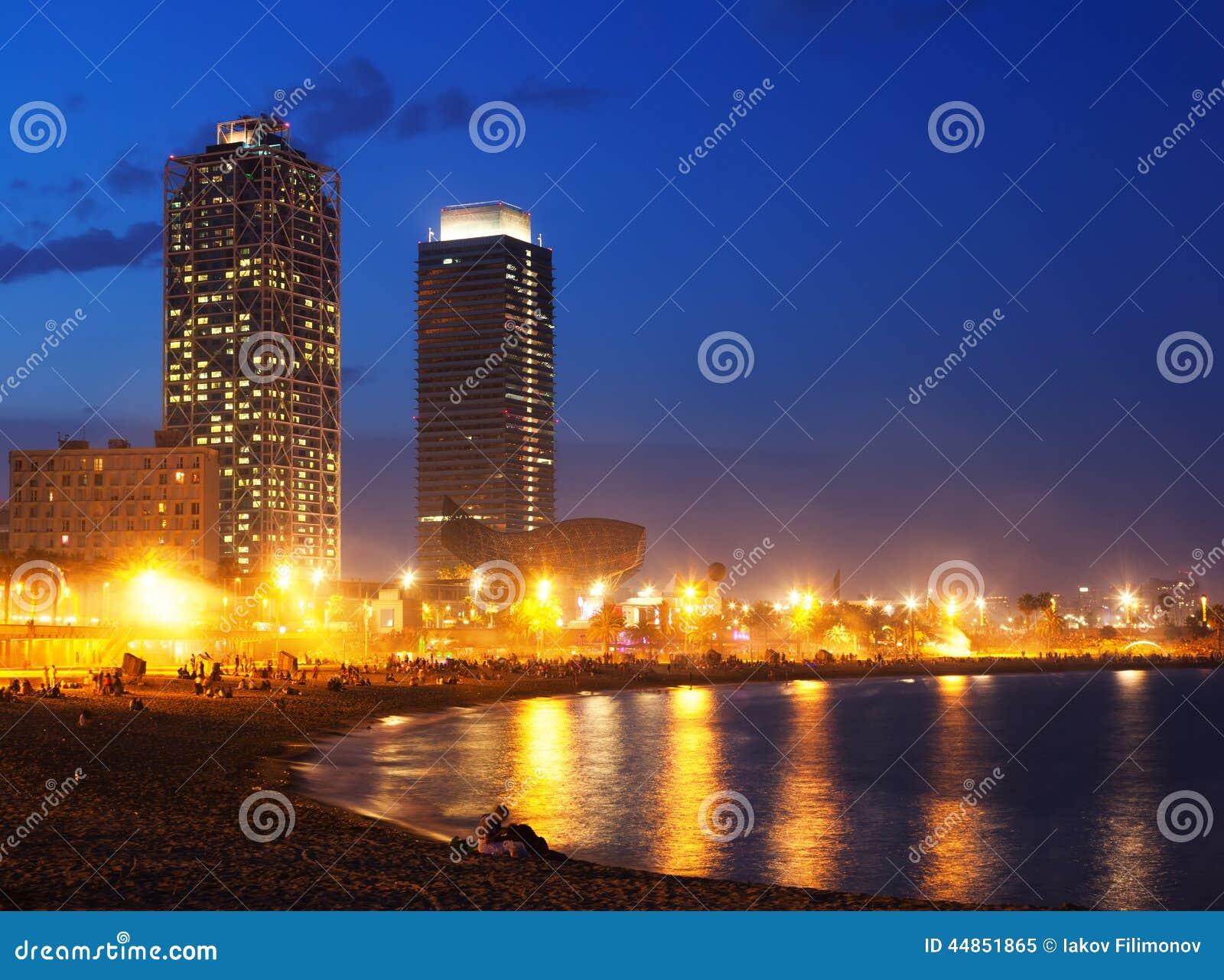 Download Playa De Somorrostro Por La Tarde Del Verano En Barcelona Imagen de archivo - Imagen de nightlife, edificio: 44851865