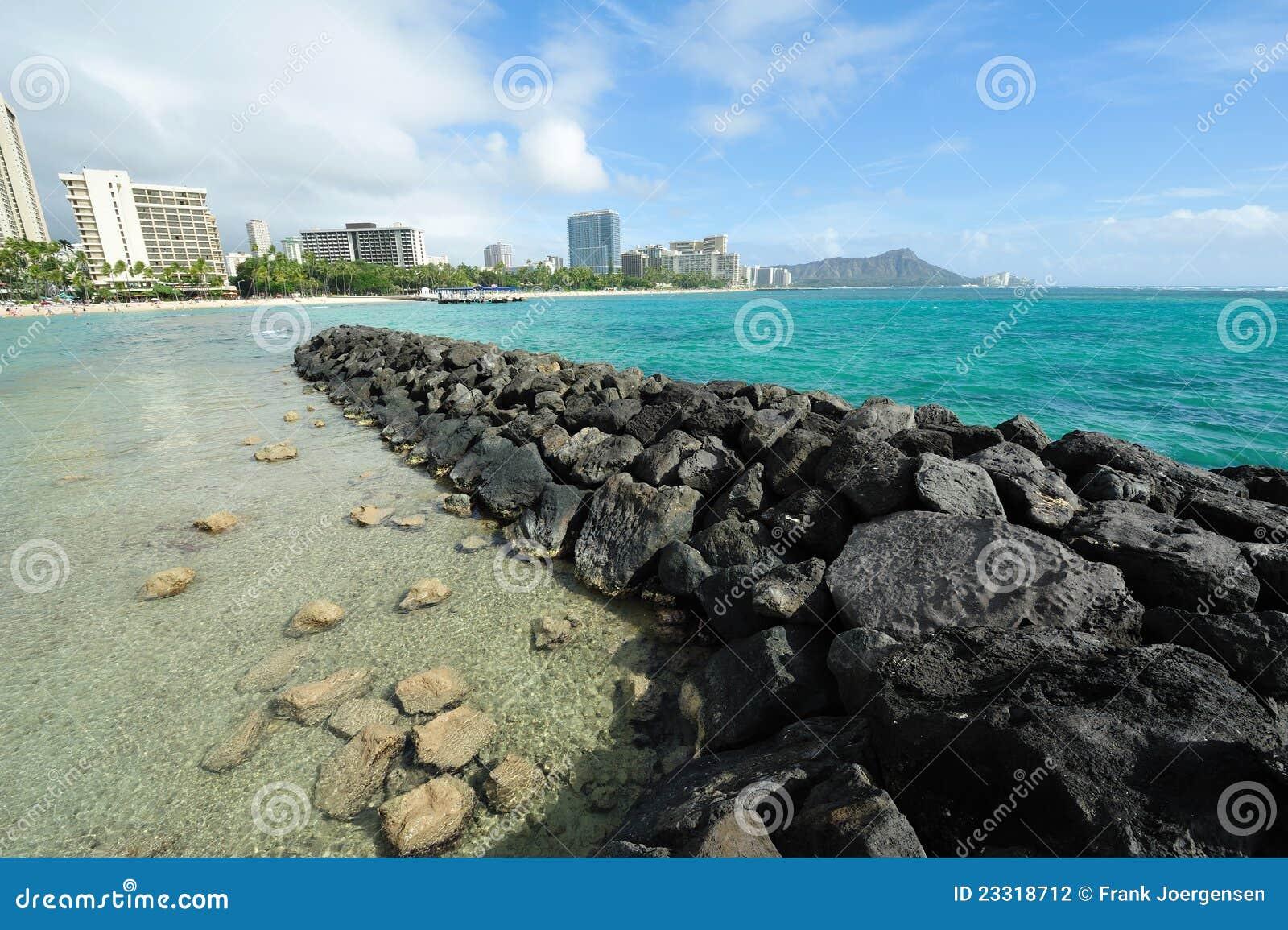 Playa de Waikiki con la pista del diamante