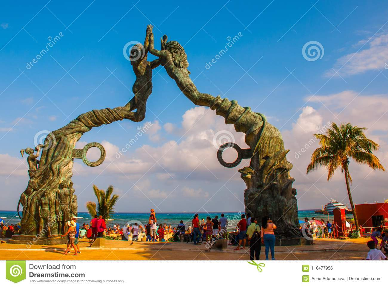 Playa del Carmen, Riviera Maya, Mexico: People on the beach in Playa del Carmen. Entrance to the beach in the form of sculptures o