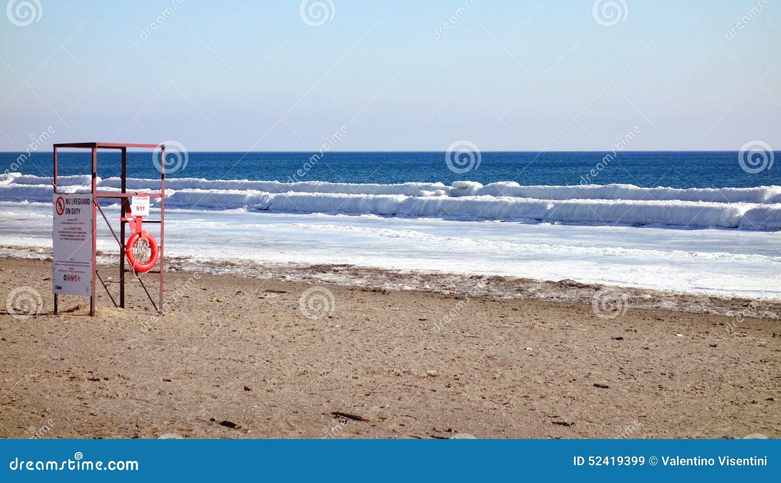playa del invierno del lago ontario imagen de archivo editorial