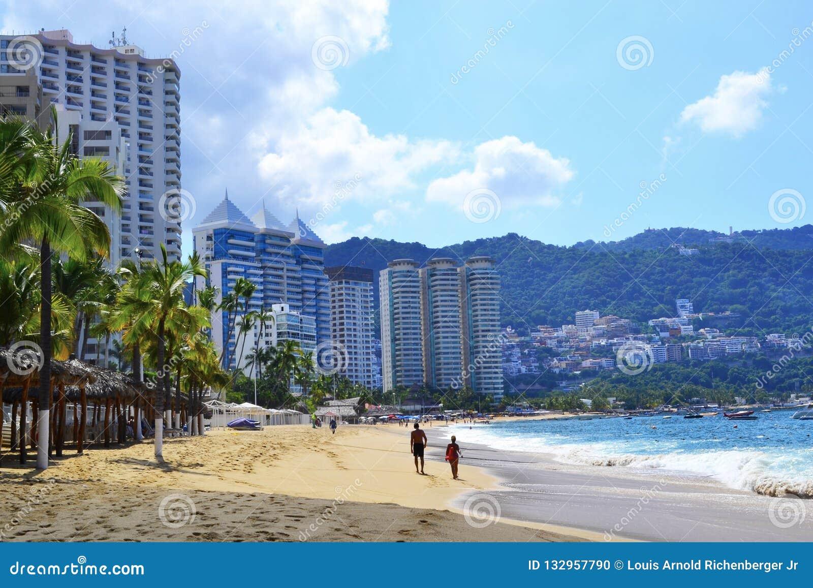 Playa en Acapulco con los turistas