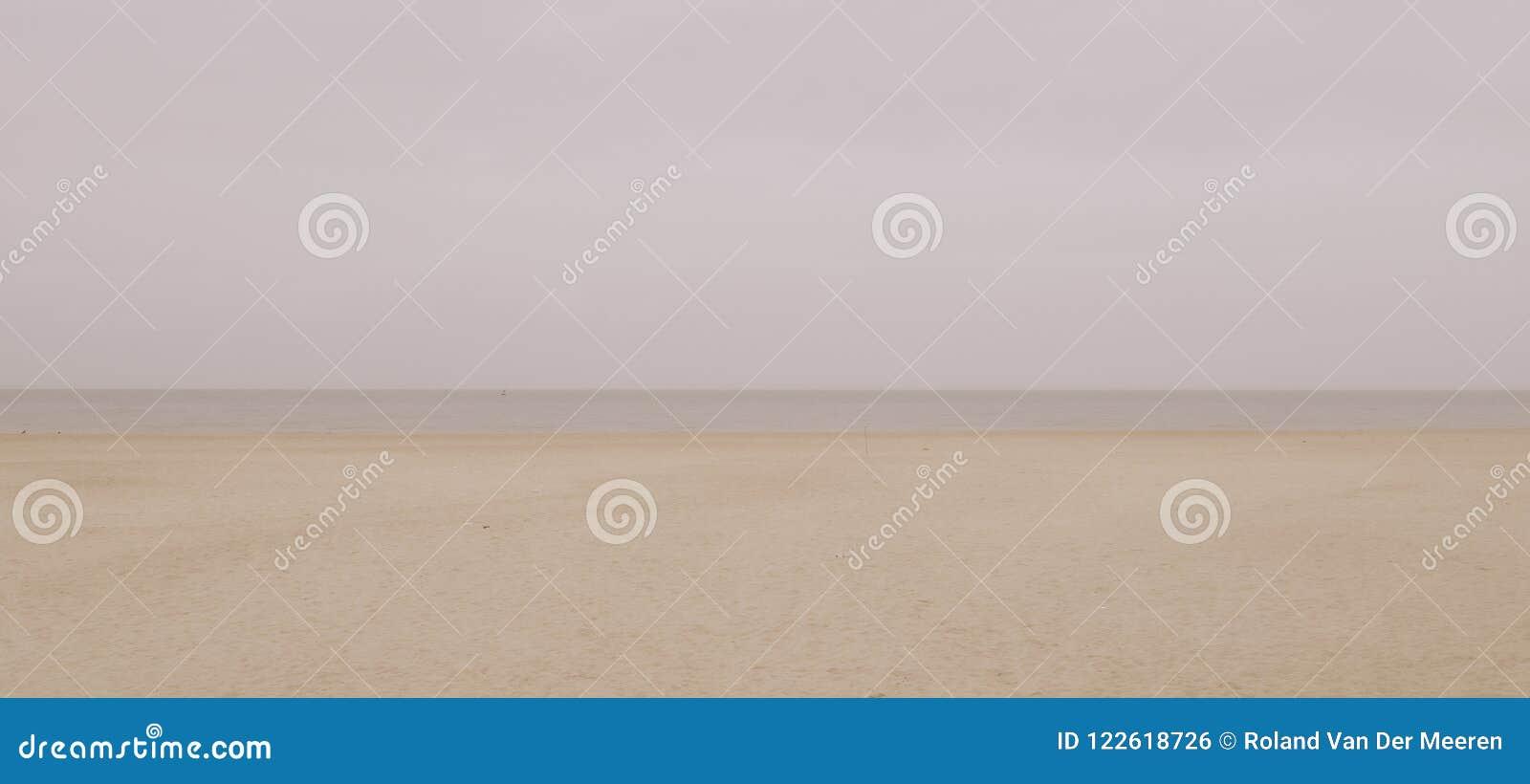 Playa en Bélgica Ostende en invierno vacío