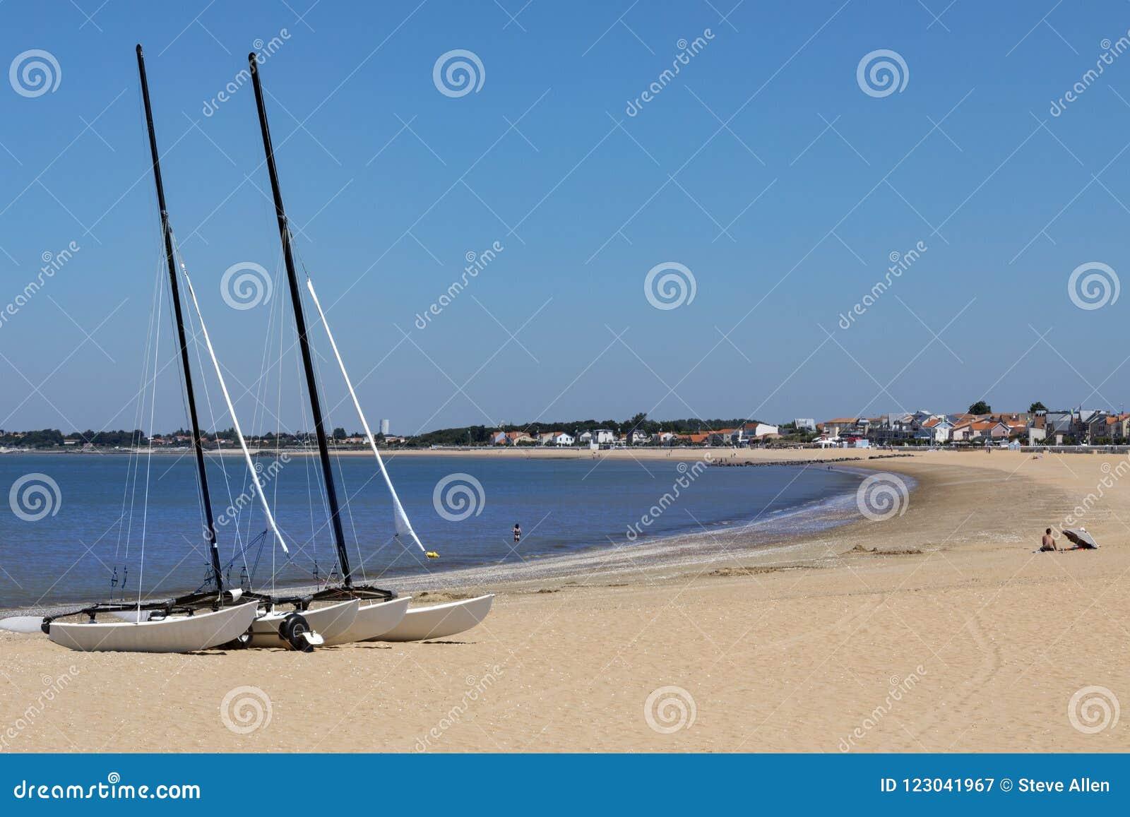 Playa en el Plage de Chatelaillon cerca de La Rochelle - Francia