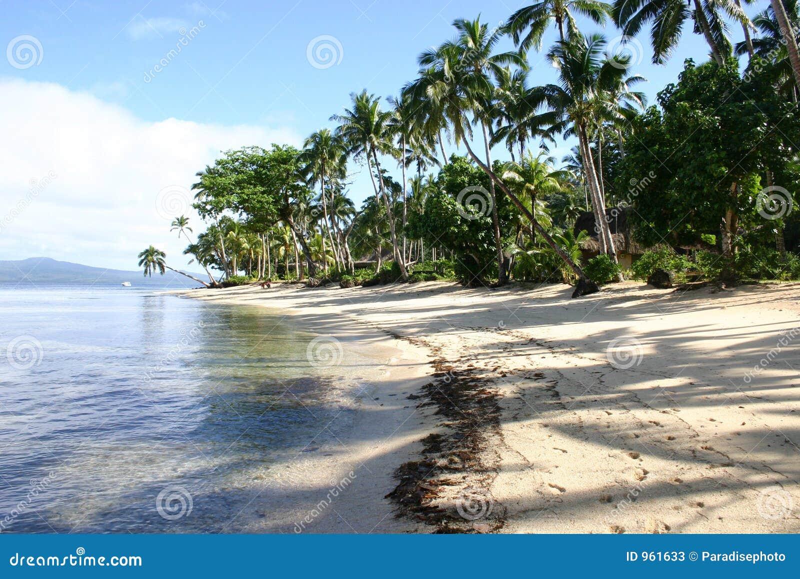 Playa Fiji del centro turístico de Qamea