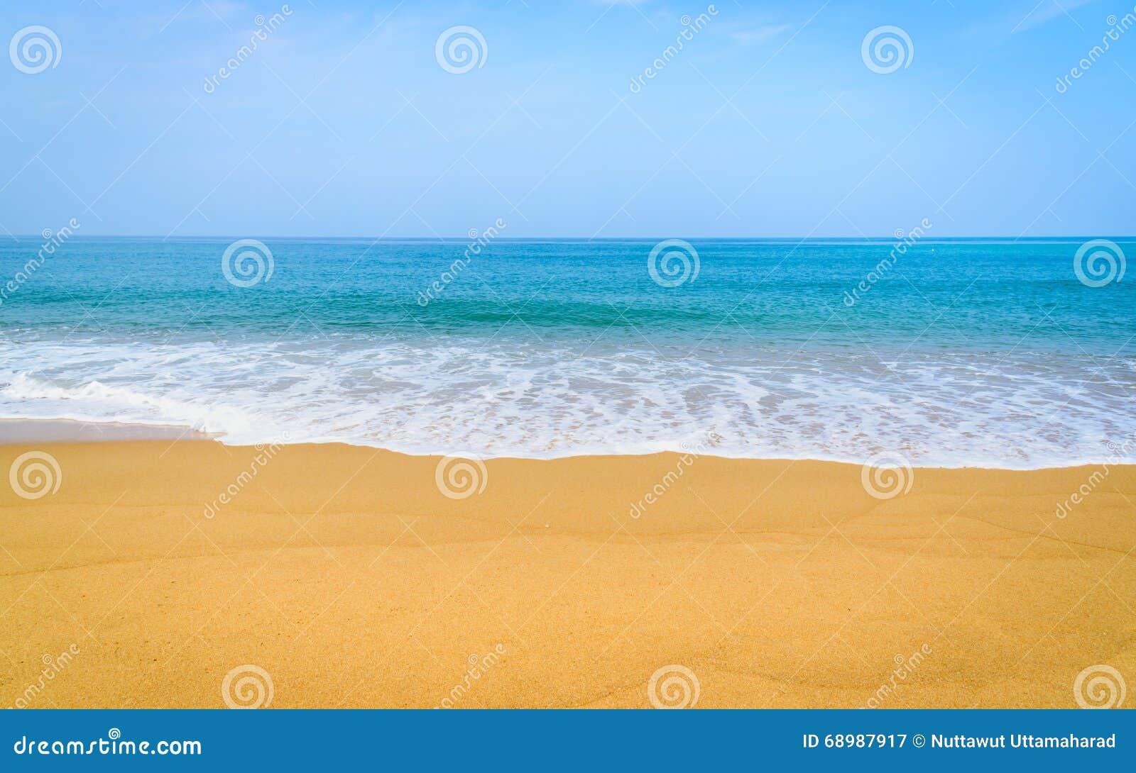 Playa hermosa y mar tropical en Phuket