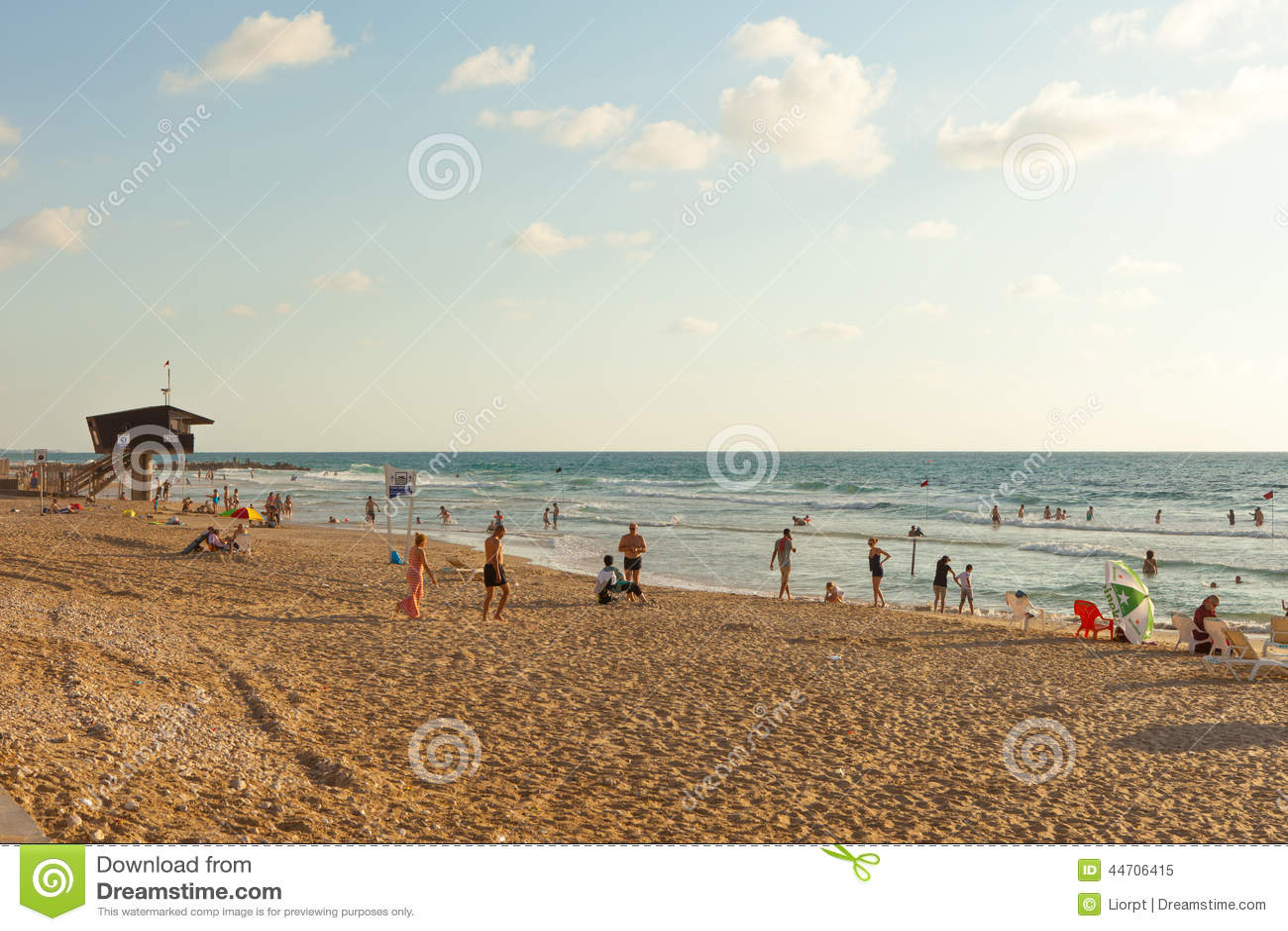 Playa mediterránea de Haifa, Israel