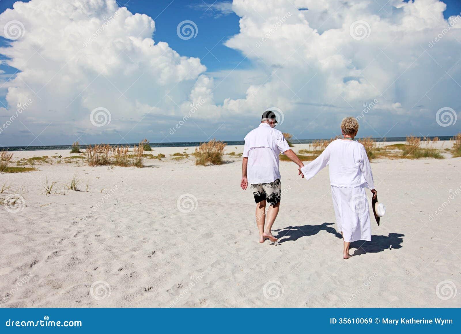 Playa que camina de los pares mayores