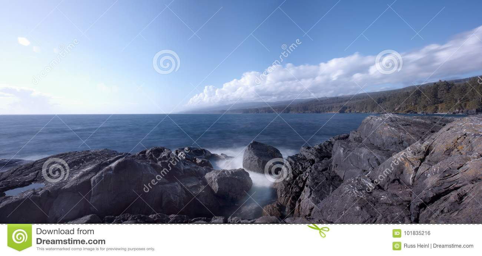 Playa Rocosa En La Costa Oeste Del S De Canada Sooke