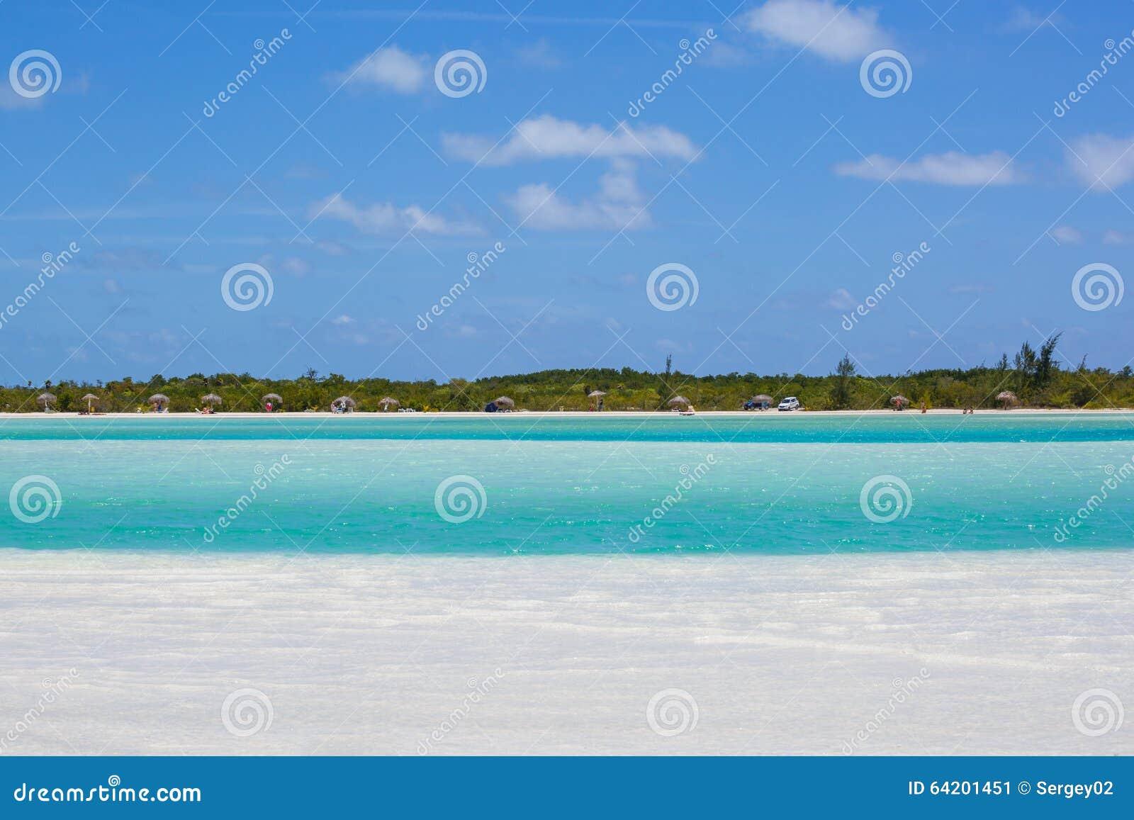 Playa tropical en de Cayo la isla largo