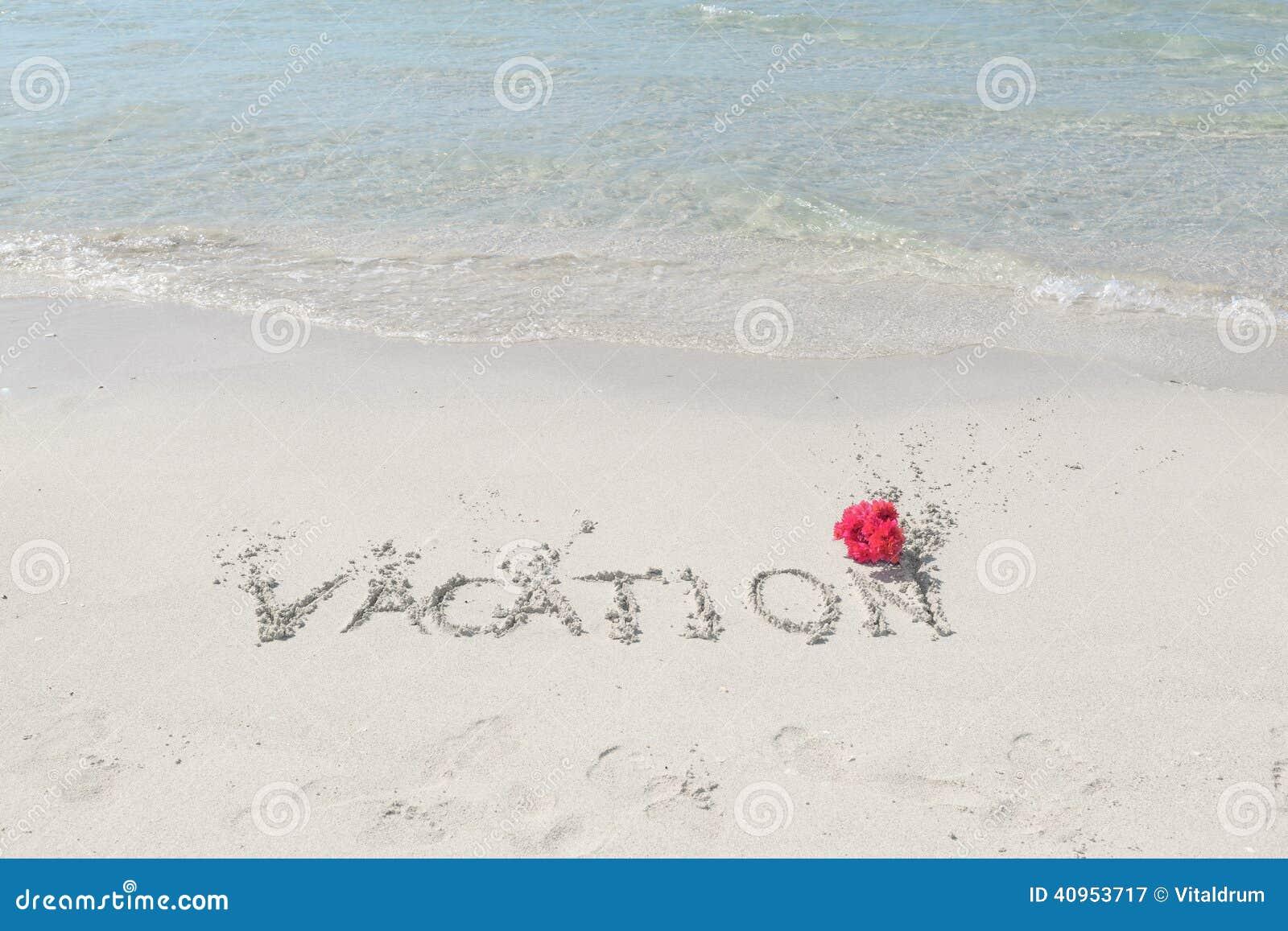 Mensajes De Amor Escritos En La Arena: Playa Y Océano Tropicales Con El Mensaje Escrito En La