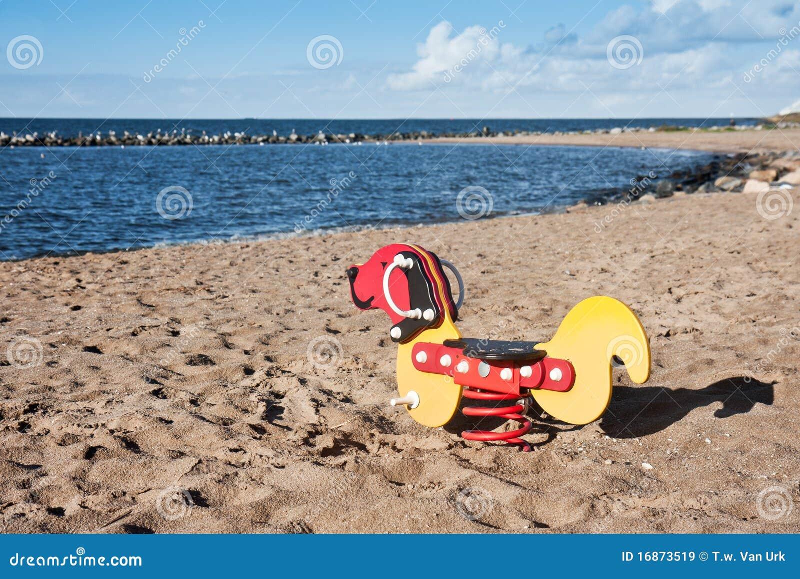 Playfield na praia que espera as crianças