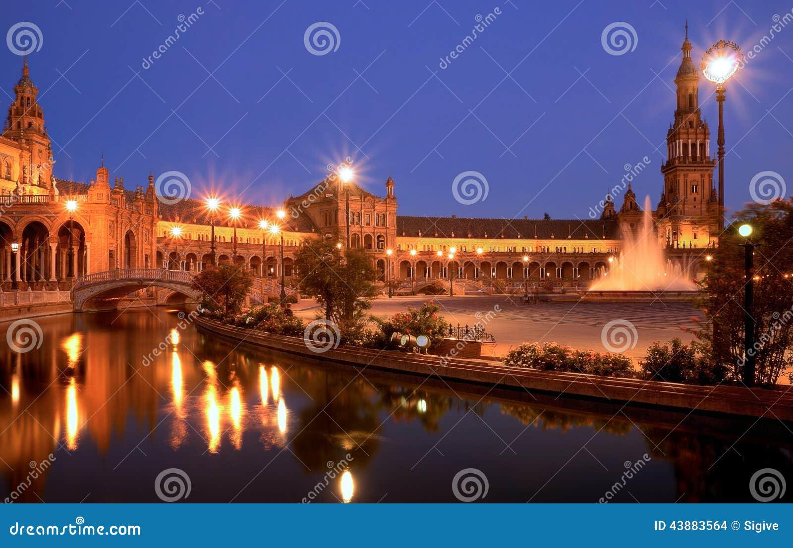 Plaza de espana Sevilla at night