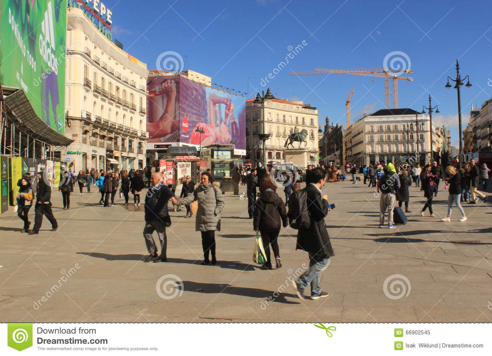 Plaza del sol sunny day in madrid capital of spain for Plaza puerta del sol madrid spain