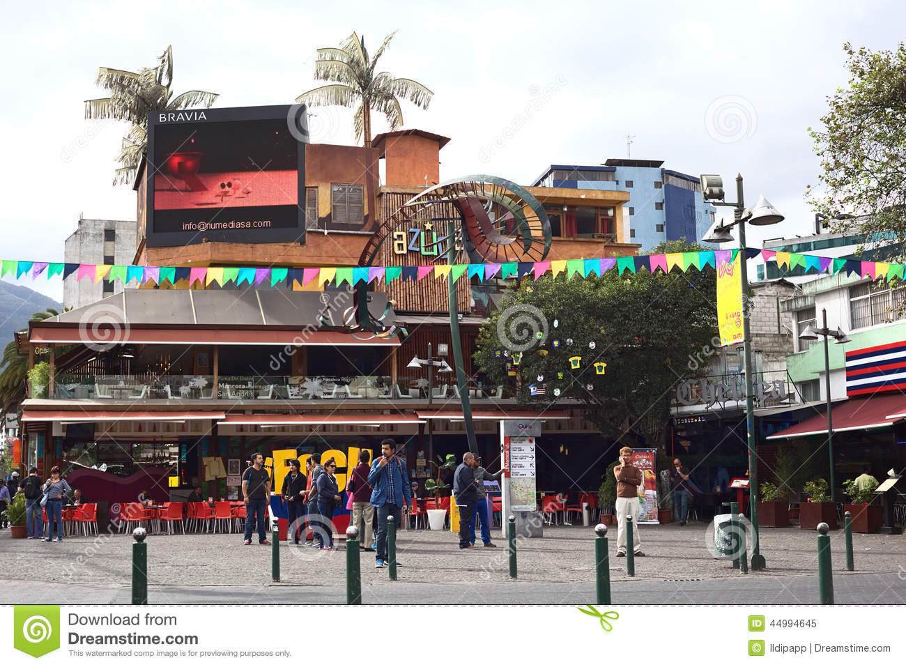 Plaza Foch In La Mariscal Tourist District In Quito  : plaza foch la mariscal tourist district quito ecuador august unidentified people standing front azuca latin bistro 44994645 from www.dreamstime.com size 1300 x 957 jpeg 231kB