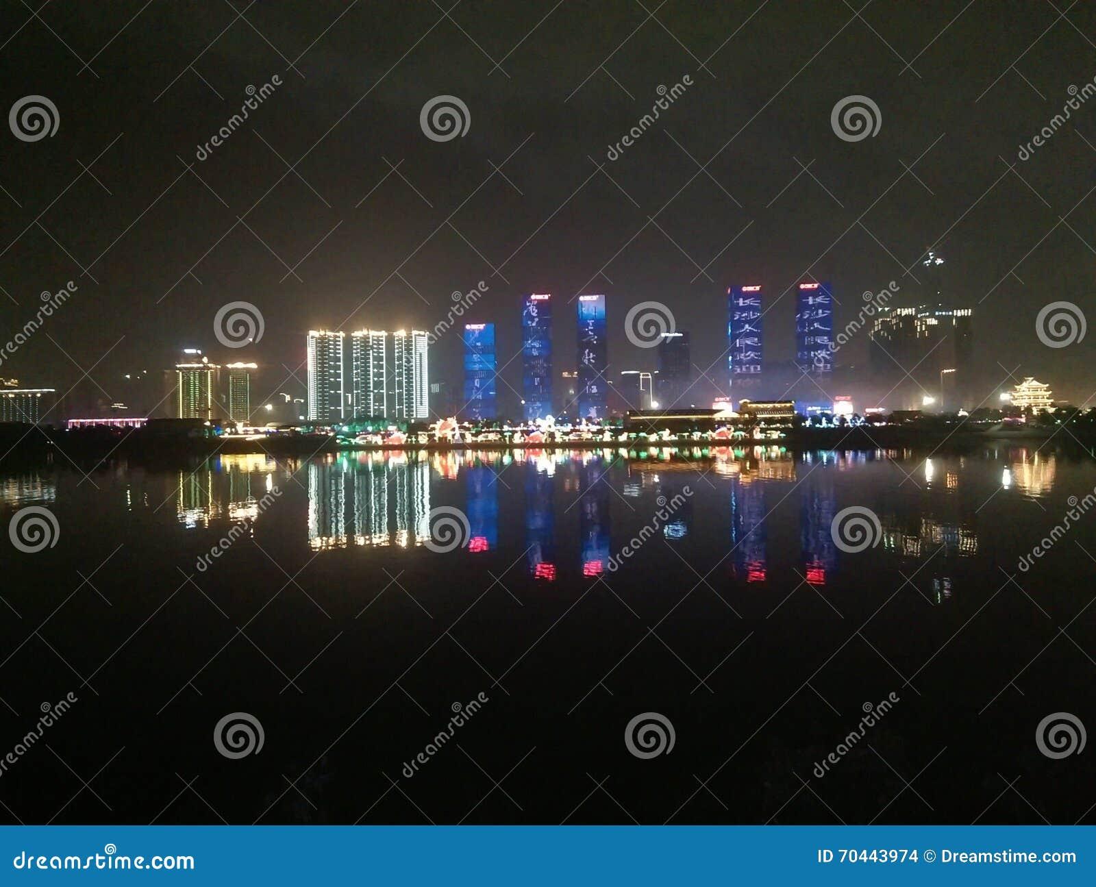 Plaza hermosa de Wanda de la escena de la noche en Changsha China