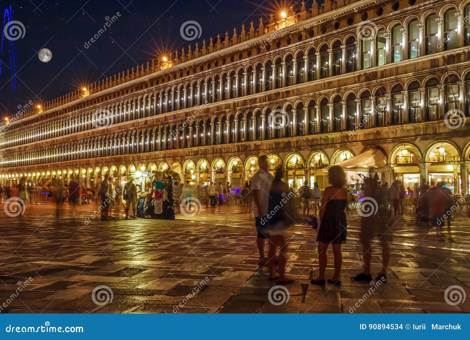 Plaza San Marco Venecia Italia Iluminada En La Noche Con Las