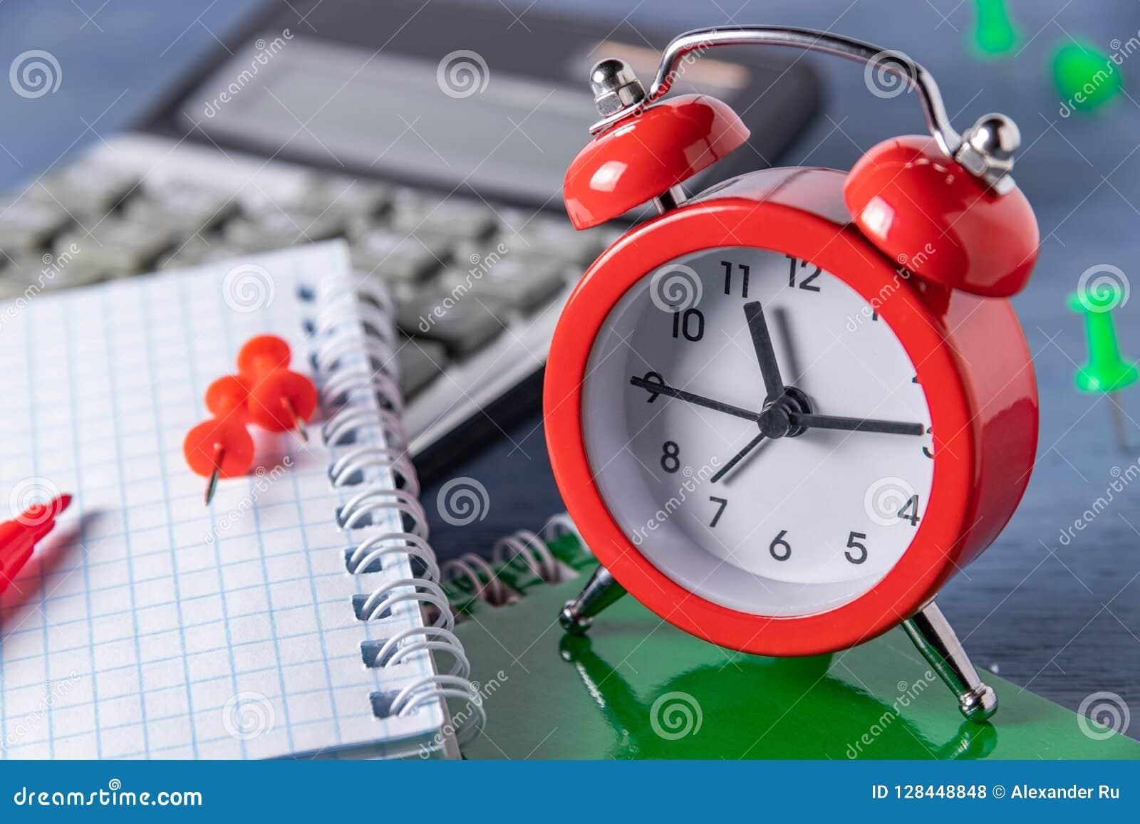 Plazo de la gestión de tiempo Tiempo que cuenta el trabajo gráfico Plazos para el trabajo Alcance a cierto rato