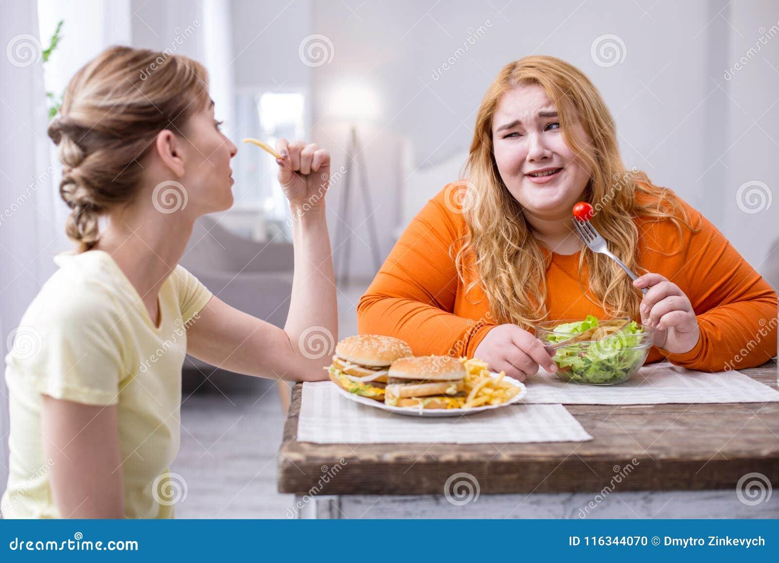 Black Girl Eats White Pussy
