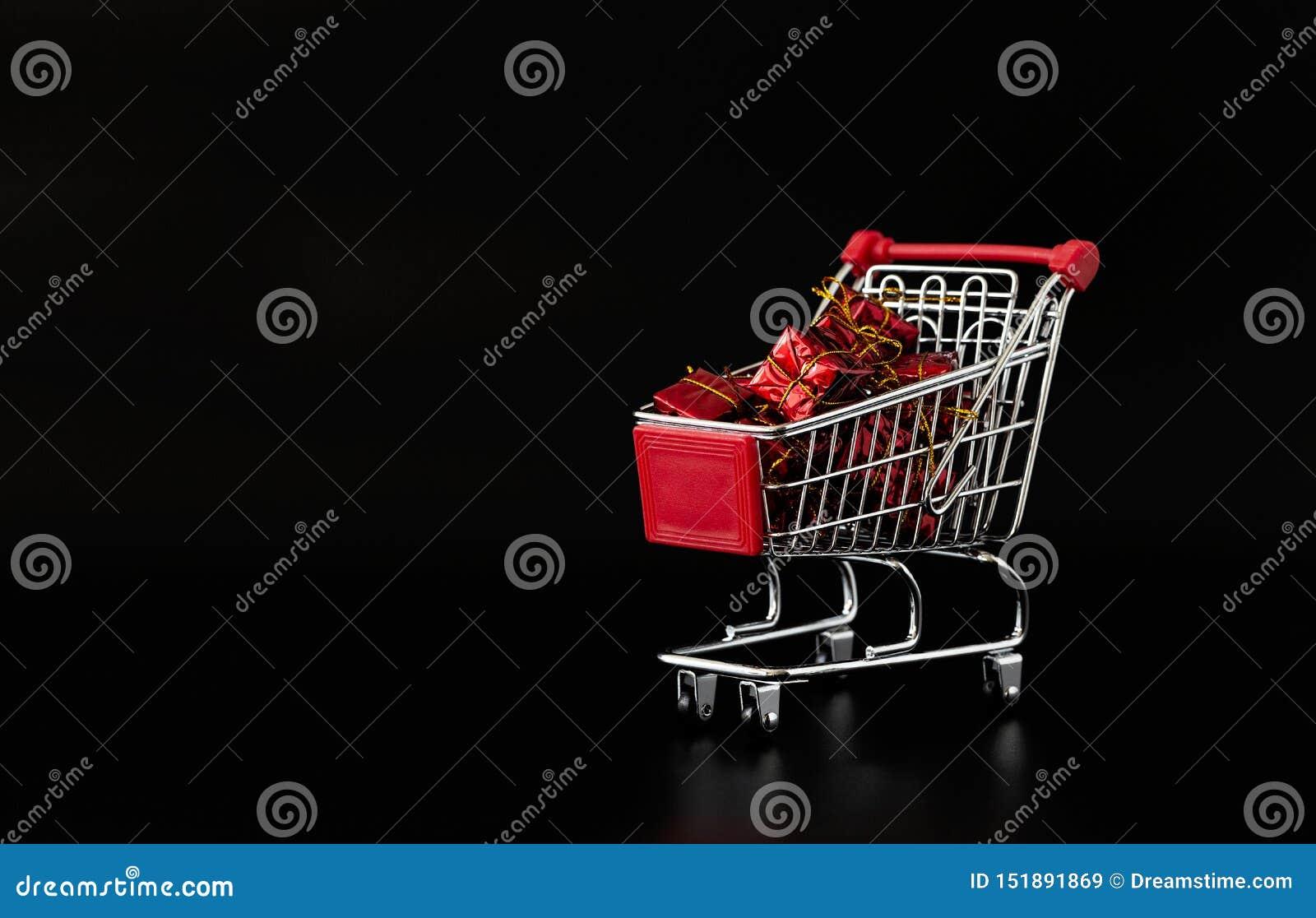 Plein achat de cadeaux de chariot achats noirs de chariot de fond Style minimaliste Conception cr?atrice Copiez l espace Vente