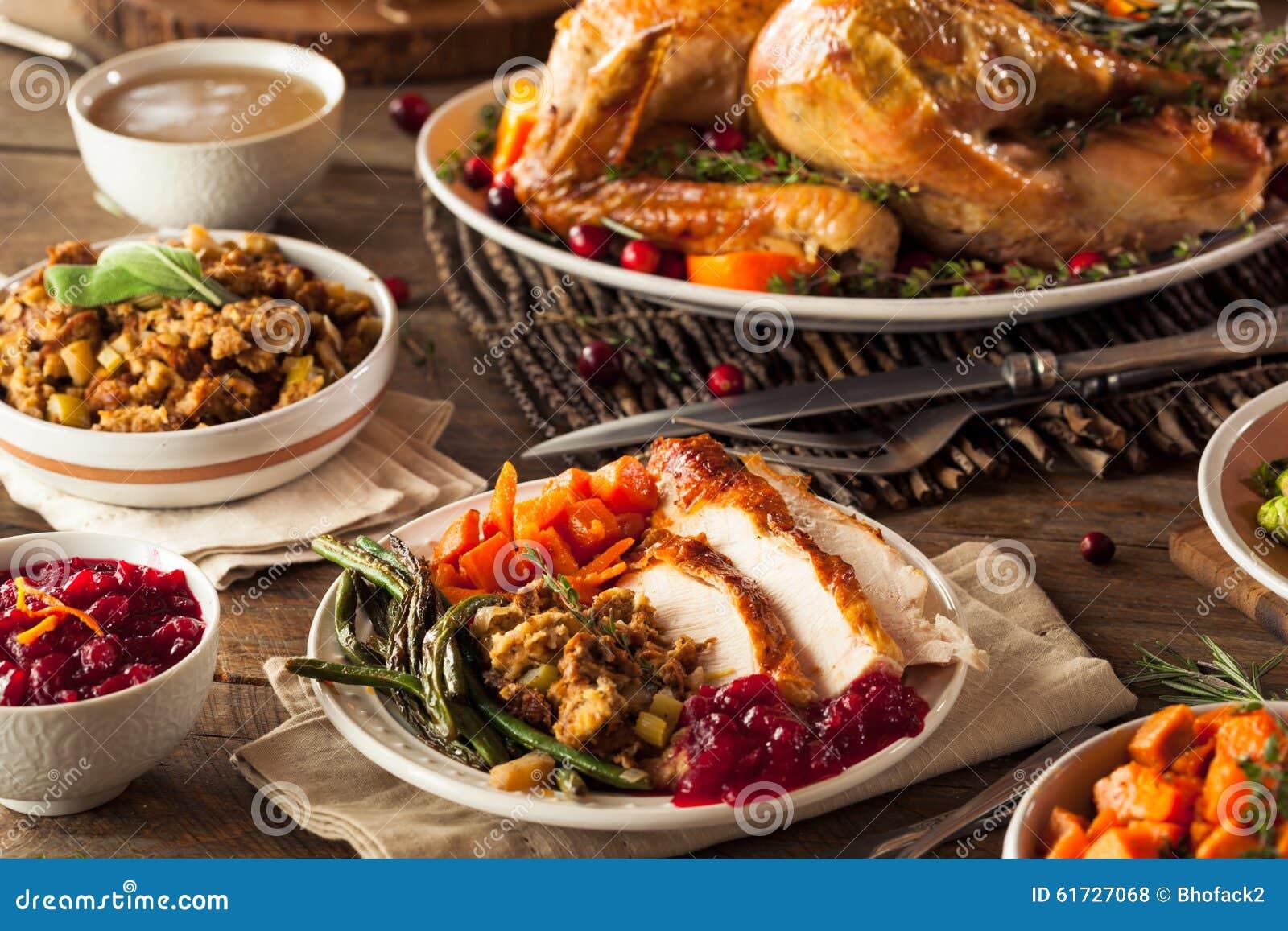 Plein dîner fait maison de thanksgiving