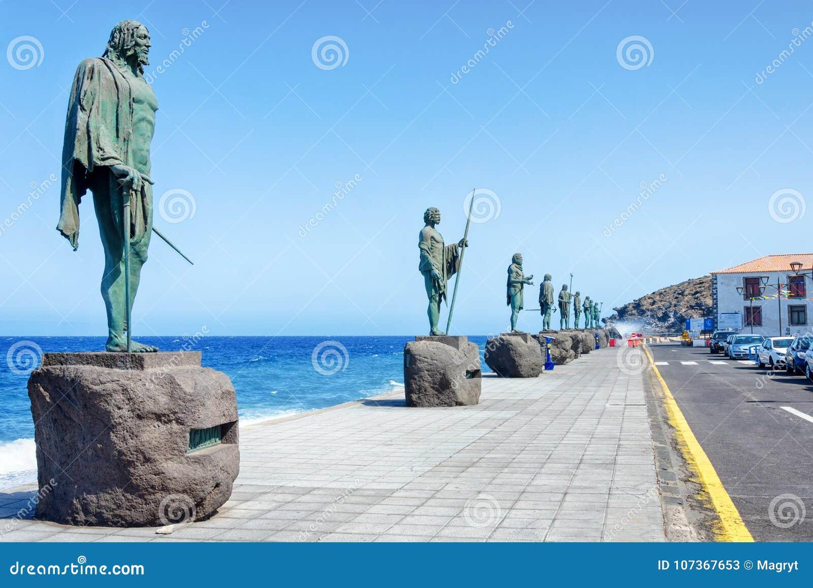 Plein van de patroon van de Canarische Eilanden Guanches met standbeelden De laatste koningen van Tenerife in beeldhouw en overma